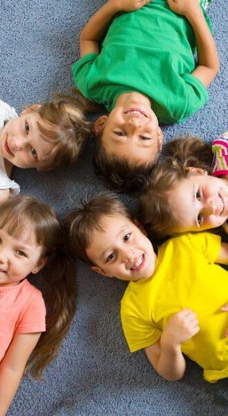 photodune-4902000-cute-little-children-lying-on-floor-s-600x600